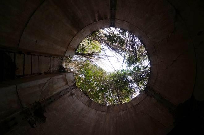 11 砲台から見上げる.JPG