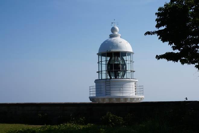 12 信号所からは灯台の頭が目の前.JPG