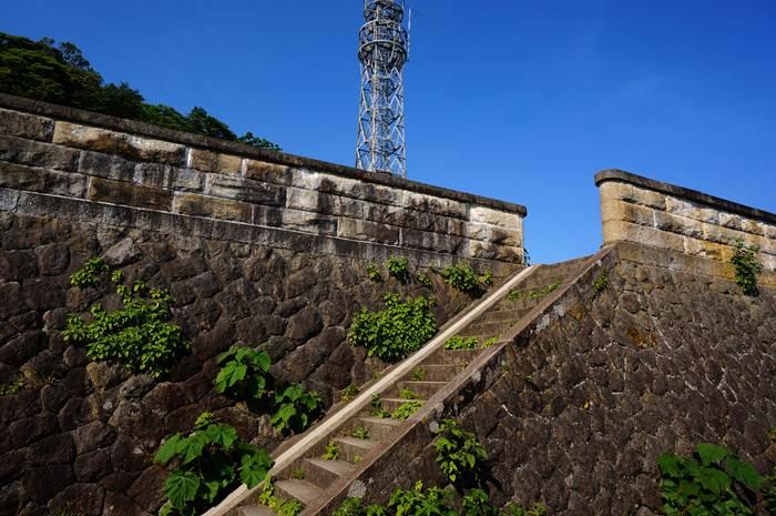 14 古い灯台に手すりはね~よ.JPG