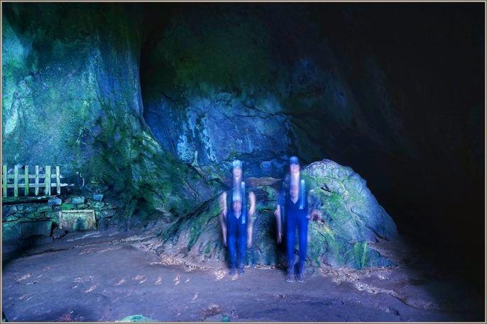 20 洞窟ジャンプ.jpeg