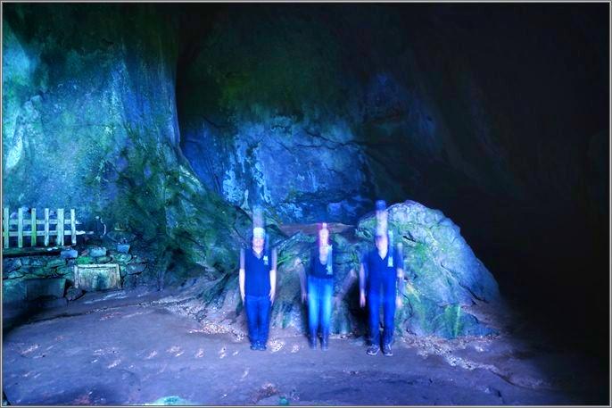 21 洞窟ジャンプ3人バージョン.jpeg