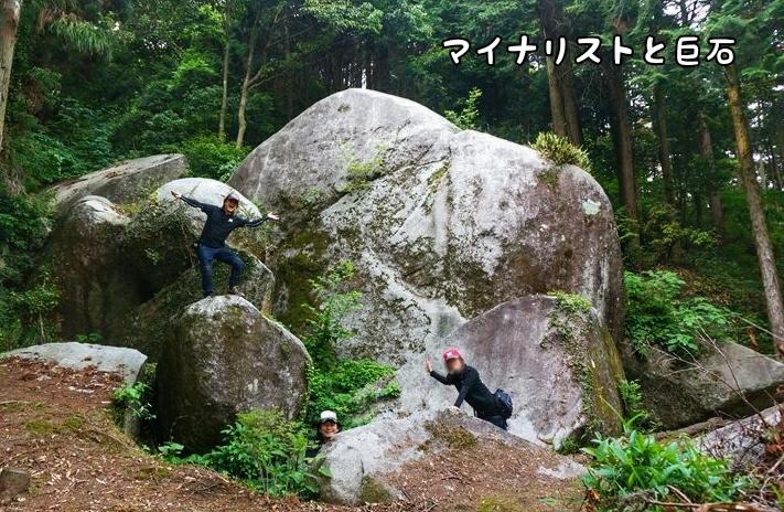 44 岩に群がる人たち.jpg