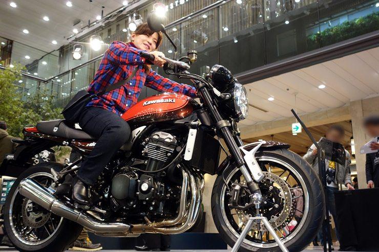 かおりんはカウル付きなバイクのほうが似合う.JPG