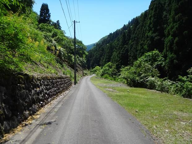 鉱山までの道.JPG